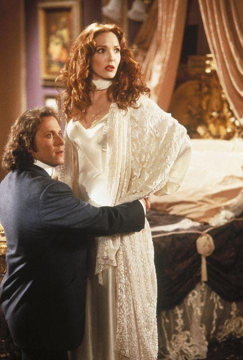 Jonathan Harker (Steven Weber, l.) will seine Braut Mina (Amy Yasbeck, r.) vor Dracula schützen ... - Bildquelle: CASTLE ROCK ENTERTAINMENT