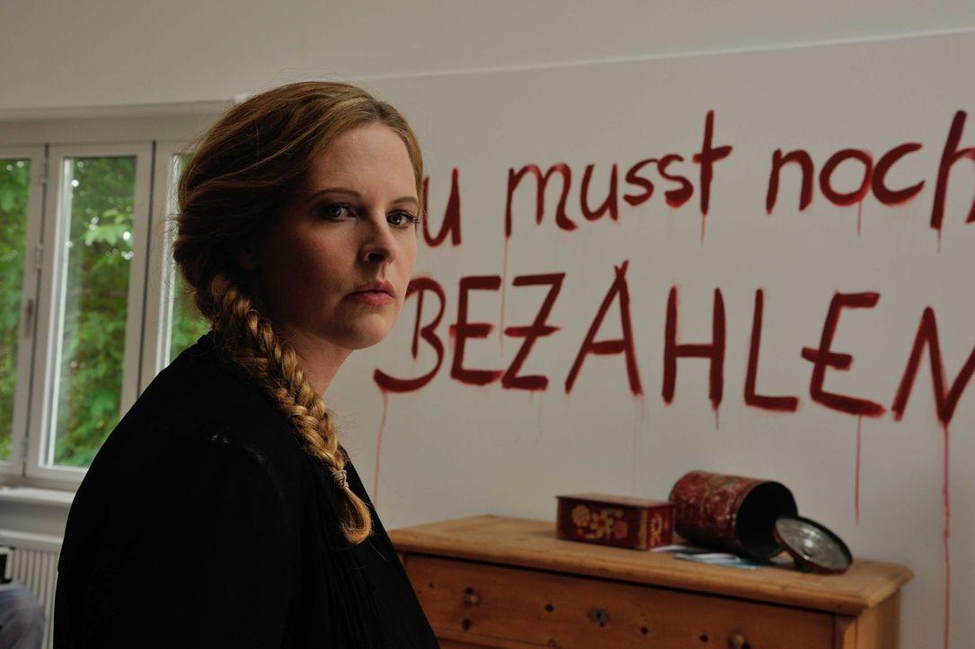Was soll das bedeuten? Ist Josephine (Diana Amft) in Gefahr? - Bildquelle: Hardy Spitz SAT.1