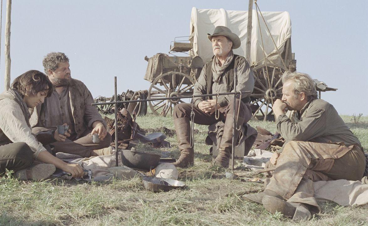 Charley Waite (Kevin Costner, r.) träumt den uramerikanischen Traum von grenzenloser Freiheit. Mit Boss Spearman (Robert Duvall, 2.v.r.), Mose (Abr... - Bildquelle: Touchstone Pictures