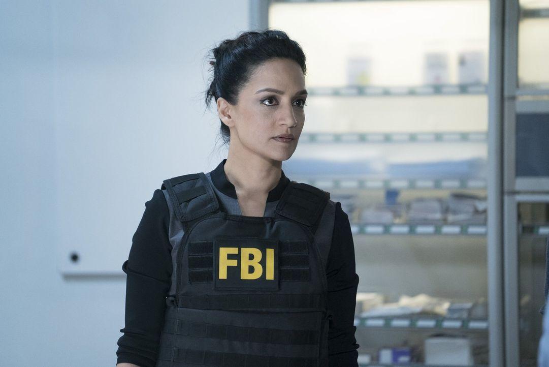 NSA-Agentin Nas Kamal (Archie Panjabi) hat persönliches Interesse an einem FBI-Agenten ... - Bildquelle: Warner Brothers