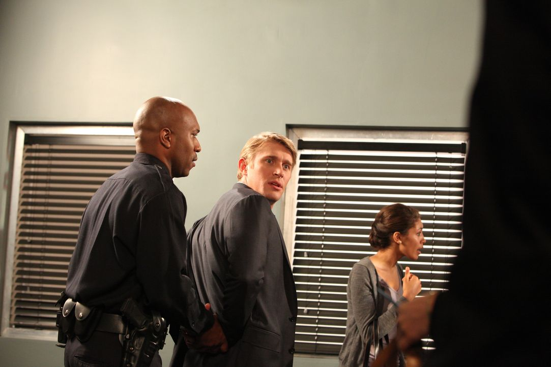 Dan (Tyler Jacob Moore, M.) kämpft vor Gericht um das Besuchsrecht bei seinem Sohn - hat er eine Chance? - Bildquelle: 2012 Sony Pictures Television Inc. All Rights Reserved.