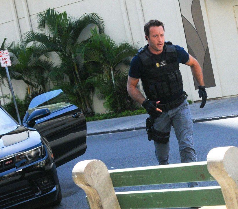 Riskiert immer wieder sein eigenes Leben, um einen Mörder zu fassen: Steve (Alex O'Loughlin) ... - Bildquelle: 2014 CBS Broadcasting Inc. All Rights Reserved.