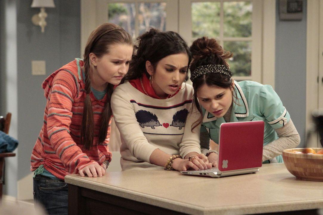 Eve (Kaitlyn Dever, l.), Mandy (Molly Ephraim, M.) und Kristin (Alexandra Krosney, r.) sind der Meinung, dass eine Frau im Leben ihres Großvaters fe... - Bildquelle: 2011 Twentieth Century Fox Film Corporation