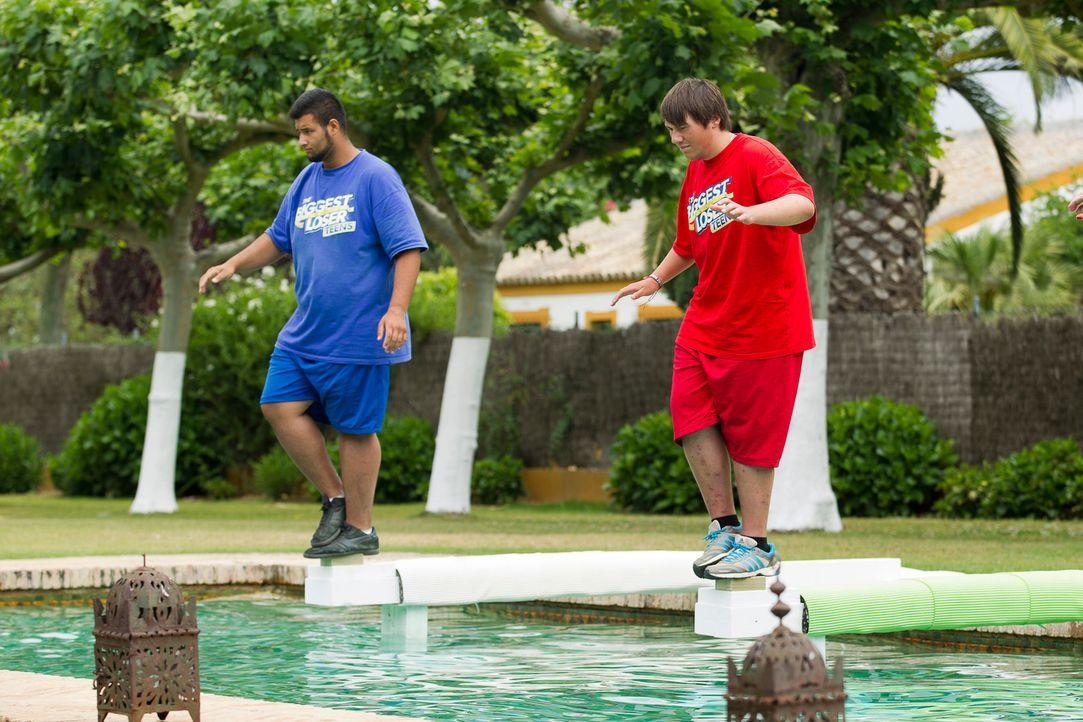 Erfan (l.) und Patrick (r.) scheint das Wasser magisch anzuziehen ... - Bildquelle: Enrique Cano SAT.1