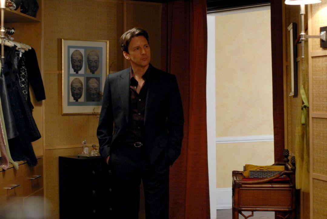 Joe (Andrew McCarthy) hat eine Überraschung für seine Angebetete ... - Bildquelle: 2004 NBC, Inc.
