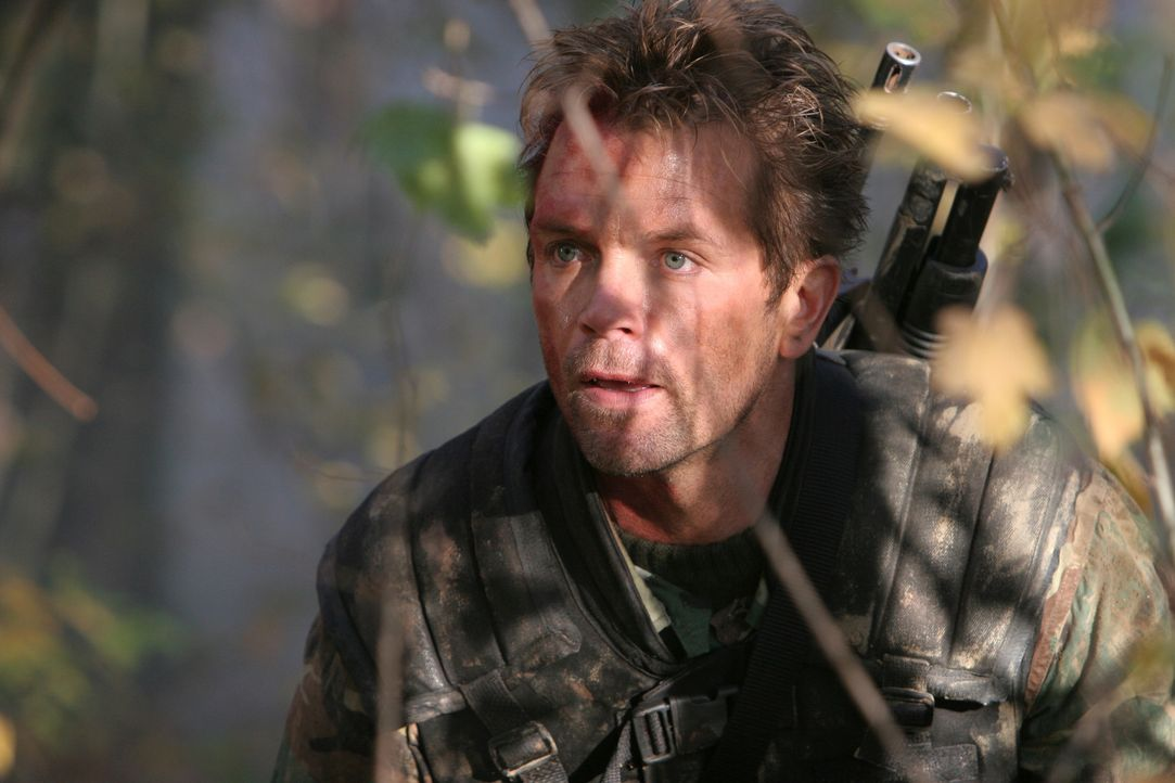 Der Elitesoldat Russo (David Chokachi) soll aus Afghanistan einen abtrünnigen Wissenschaftler extrahieren, der jedoch von hemmungslosen Rebellen und... - Bildquelle: CPT Holdings, Inc. All Rights Reserved. (Sony Pictures Television International)