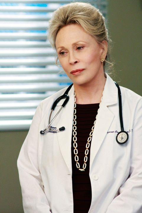Während Dr. Campbell (Faye Dunaway) erkennen muss, dass ihre  Zeit als Chirurgin wohl vorbei ist, wird Dereks Vertrauen und Souveränität auf eine... - Bildquelle: Touchstone Television