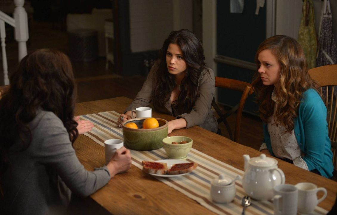 Nun wo Ingrid (Rachel Boston, r.) und Freya (Jenna Dewan-Tatum, r.) wissen, dass sie Hexen sind, haben sie viele Fragen an ihre Mutter (Julia Ormond... - Bildquelle: 2013 Twentieth Century Fox Film Corporation. All rights reserved.