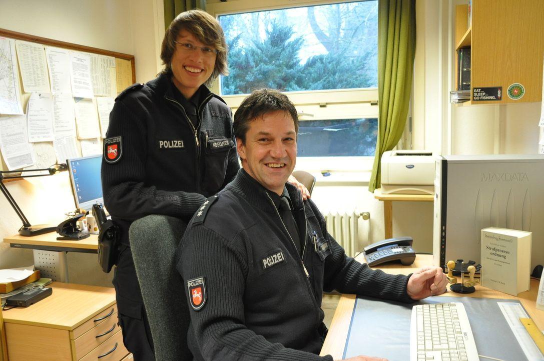 Uwe Bahlmann und seine Kollegin Wiebke Köllner treffen in Stade auf alte Bekannte. - Bildquelle: kabel eins
