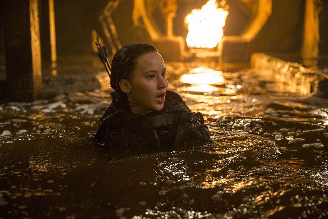 Die Gefahren, die beim Kampf um die Zukunft auf Katniss (Jennifer Lawrence) und ihre Mitkämpfer warten, übertreffen alles, was die jungen Leute je i... - Bildquelle: Murray Close TM &   2015 Lions Gate Entertainment Inc. All rights reserved.