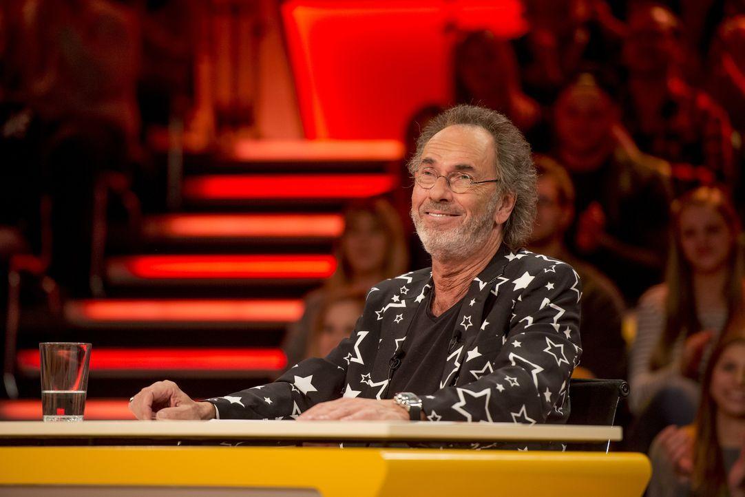 Moderator und Gastgeber Hugo Egon Balder macht es dem genialen Ratepanel nicht leicht. - Bildquelle: Martin Rottenkolber SAT.1