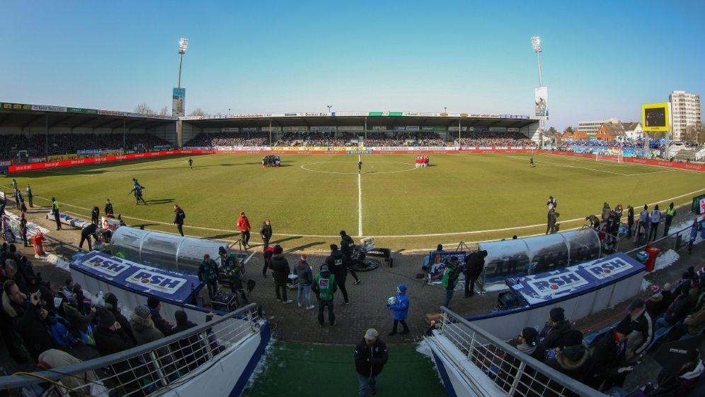Kiel darf im Aufstiegs-Fall im eigenen Stadion bleiben - Bildquelle: FIROFIROSID