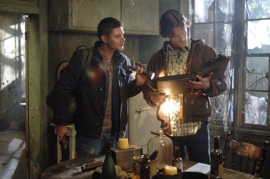 Ein neuer mysteriöser Fall beschäftige die Brüder Sam (Jared Padalecki, r.) und Dean Winchester (Jensen Ackles, l.) ... - Bildquelle: Warner Bros. Television