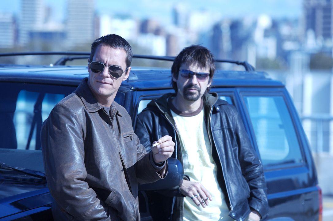 Geraten in eine hinterhältige Falle: Carlos (Tony Dalton, l.) und Leonardo (Jordi Mollá, r.) ...