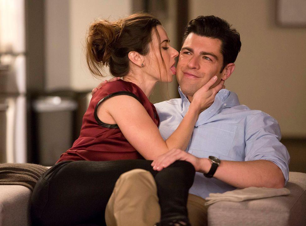 Während Jess zu Nick ins Zimmer zeiht, macht sich Cece Sorgen um Schmidt (Max Greenfield, r.), da sie glaubt, dass Abby (Linda Cardellini, l.) nutzt... - Bildquelle: 2013 Twentieth Century Fox Film Corporation. All rights reserved.