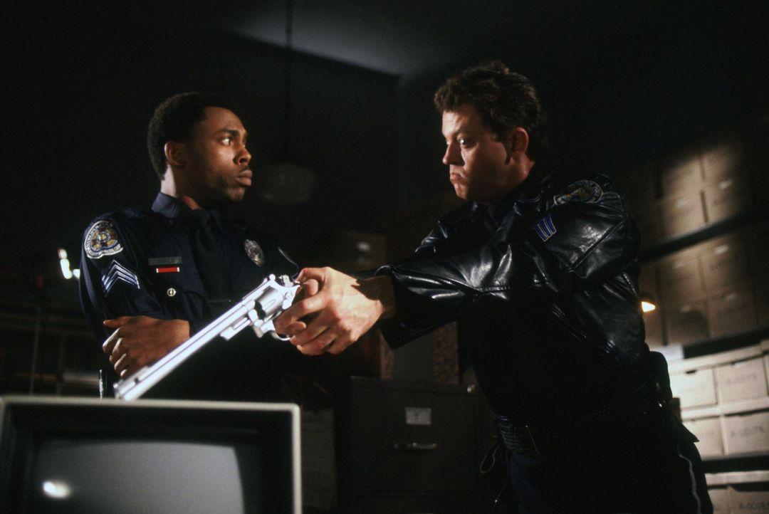 Sergeant Eugene Tackleberry (David Graf, r.) und Sergeant Larvell Jones (Michael Winslow, l.) von der Police Academy zeigen wie immer äußersten Ei... - Bildquelle: Warner Brothers International