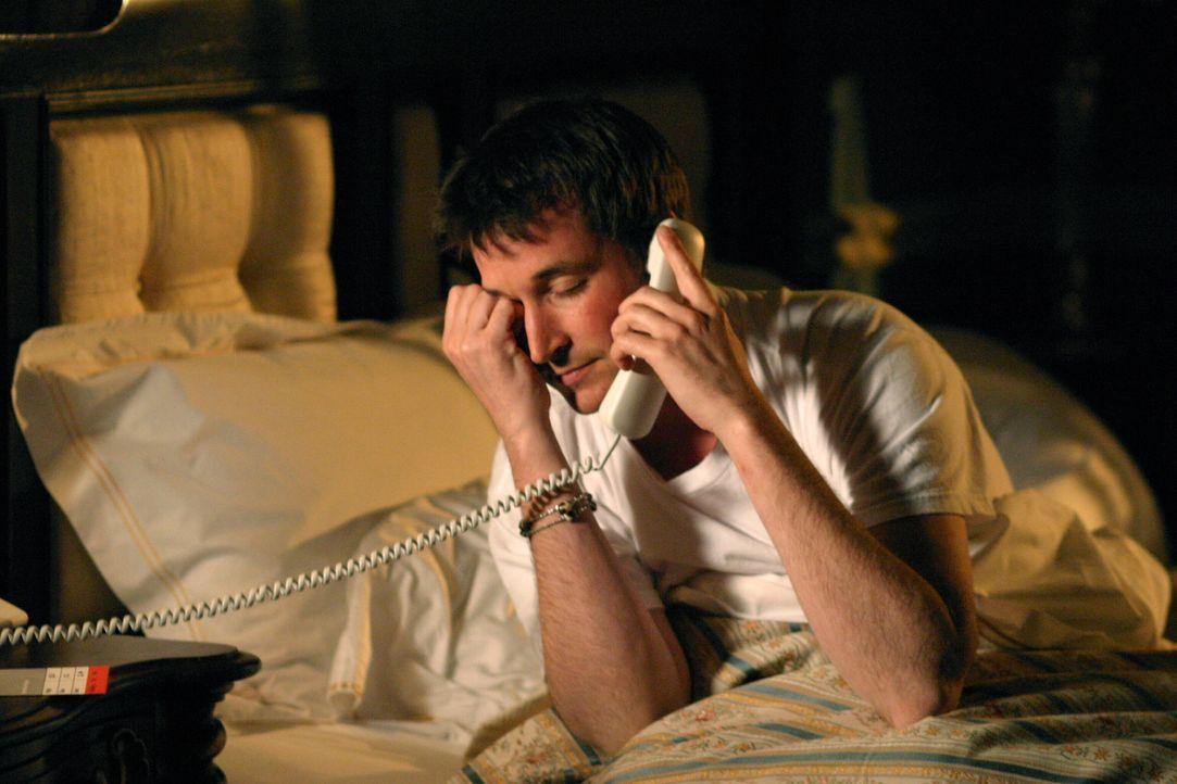 Als Carter (Noah Wyle) erfährt, dass Kems Mutter krank ist, fliegt er sofort nach Paris um Kem beizustehen ... - Bildquelle: WARNER BROS