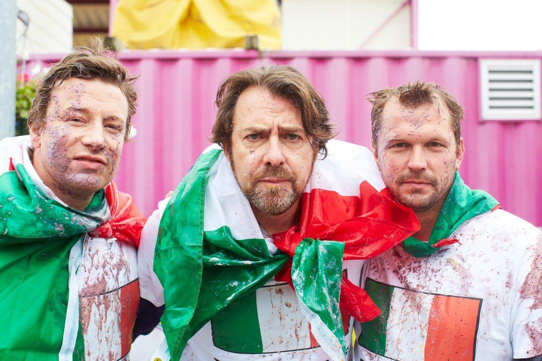 Sie nehmen den Kampf gegen die italienischen Desserts auf: Jamie (l.), Jonathan Roos (M.) und Jimmy (r.) ... - Bildquelle: David Loftus David Loftus 2014