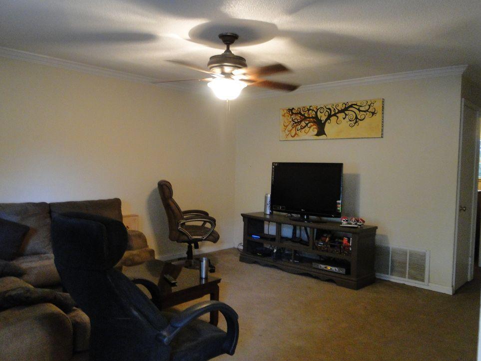 Ryan Bailey hat das Haus vor vielen Jahren gekauft und seitdem nicht renoviert. Wer könnte das besser als Josh Temple und sein Team? - Bildquelle: 2012, DIY Network/Scripps Networks, LLC. All Rights Reserved.