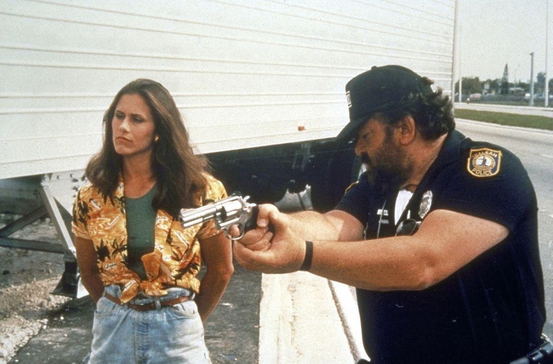 Steve Forrest (Bud Spencer, r.) bekommt tatkräftige Unterstützung von der Truckerin Anabella (Rhonda Lundstead, l.) ...