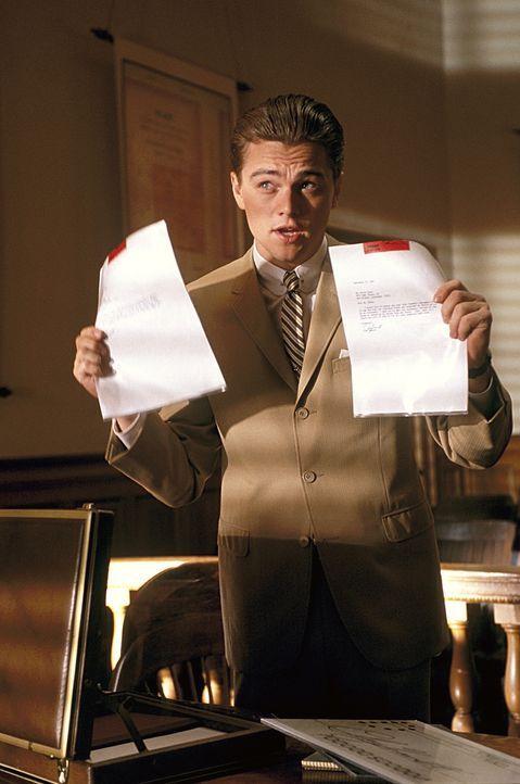 Als Frank (Leonardo DiCaprio) durch seine Gaunereien auch diverse Banken um mehrer Millionen Dollar prellt, bringt ihn das auf die Liste der 10 meis... - Bildquelle: TM &   2003 DreamWorks LLC. All Rights Reserved