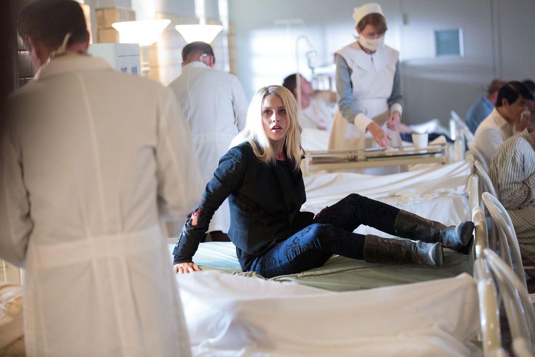Rebekah kann es nicht fassen - Bildquelle: Warner Bros. Entertainment Inc.