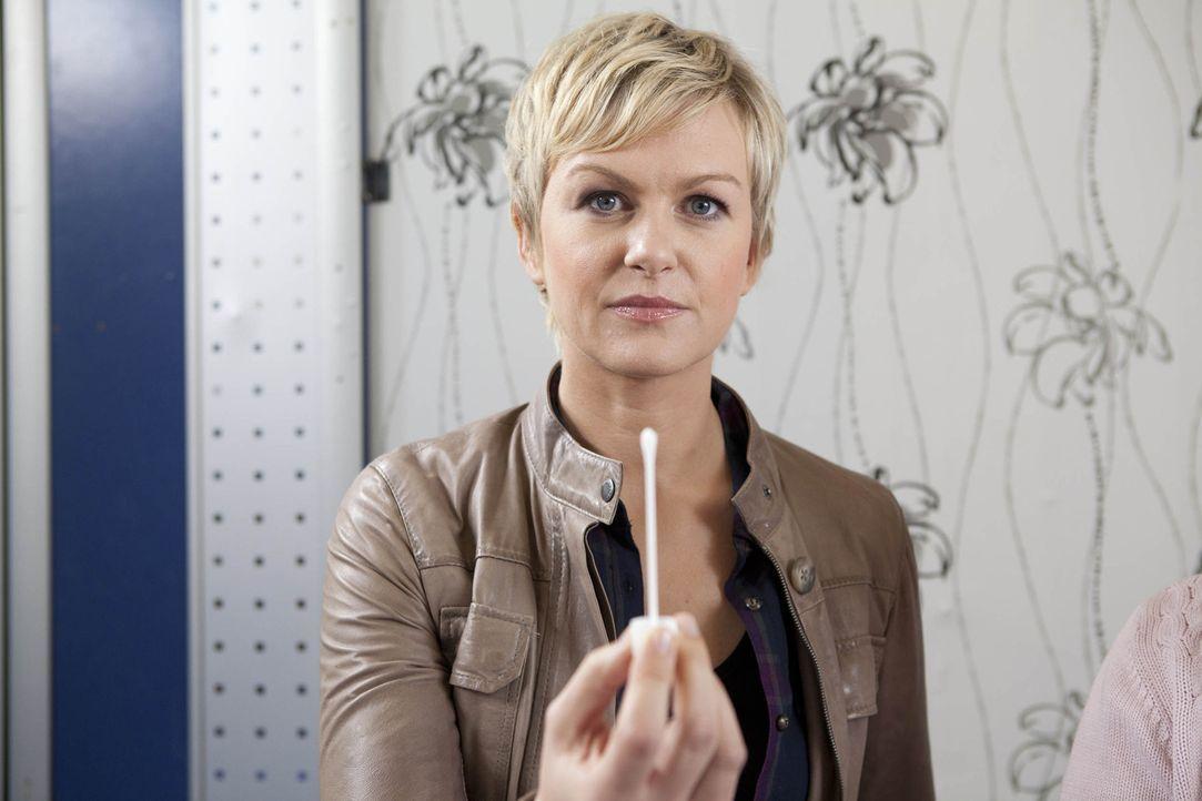 """""""DNA unbekannt - Familiengeheimnissen auf der Spur"""" mit Karen Heinrichs ... - Bildquelle: SAT.1"""