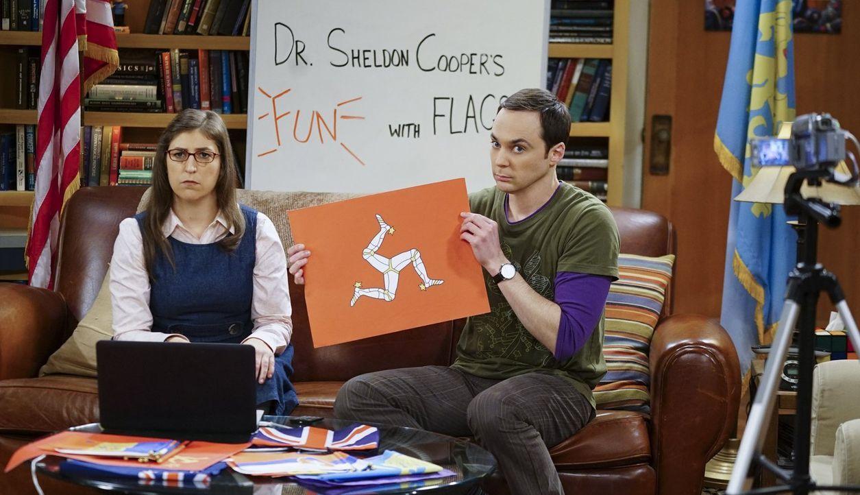 """Die erste Live-Ausgabe von """"Fun with Flags"""" eskaliert, als Amy (Mayim Bialik, l.) und Sheldon (Jim Parsons, r.) ihre Zuschauer bitten, anzurufen und... - Bildquelle: 2015 Warner Brothers"""
