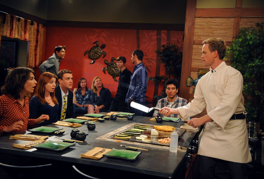 Wird Barney (Neil Patrick Harris, r.) seine Wette gewinnen? Marshall (Jason Segel, 3.v.l.), Lily (Alyson Hannigan, 2.v.l.) Ted (Josh Radnor, 2.v.r.)... - Bildquelle: 20th Century Fox International Television