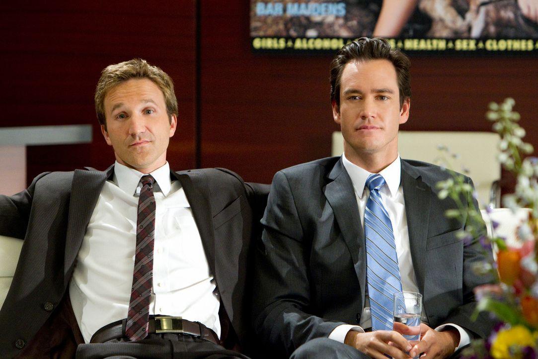 Franklin (Breckin Meyer, l.) und Bash (Mark-Paul Gosselaar, r.) sind überrascht, als sie die junge Frau kennenlernen, die behauptet, entlassen worde... - Bildquelle: 2011 Sony Pictures Television Inc. All Rights Reserved.