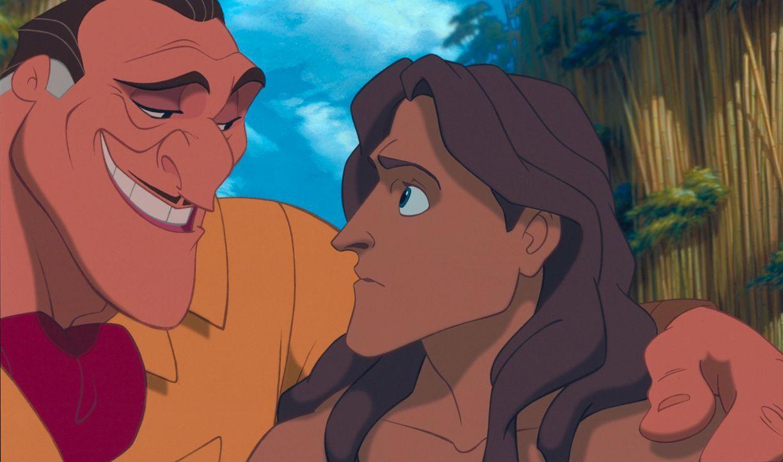 Nicht einmal Tarzan, r. ahnt, dass Jagdführer Clayton, l. alle Affen nach England bringen möchte ... - Bildquelle: Edgar Rice Burroughs Inc. and Disney