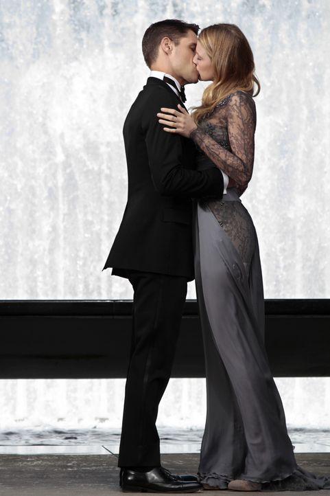 Sind glücklich miteinander: Colin (Sam Page, l.) und Serena (Blake Lively, r.) ... - Bildquelle: Warner Bros. Television