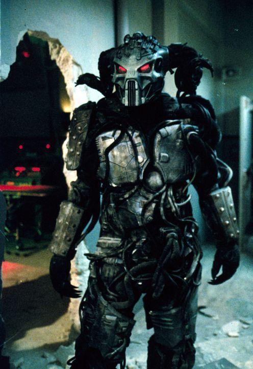 Der Dämon Moloch (Mark Deakins) hat von seinen Helfern einen neuen Körper bekommen. Nun kann er sich frei bewegen und die Menschen in Angst und Schr... - Bildquelle: TM +   2000 Twentieth Century Fox Film Corporation. All Rights Reserved.