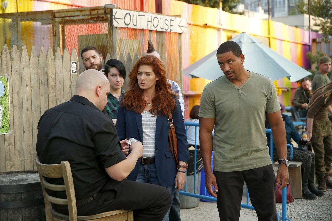 Ermitteln in einem neuen Fall: Billy (Laz Alonso, r.) und Laura (Debra Messing, M.) ... - Bildquelle: Warner Bros. Entertainment, Inc.