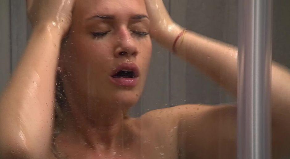 girls nackt unter der dusche