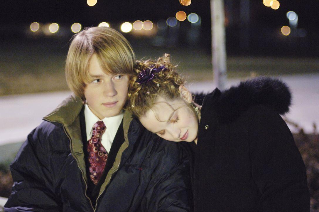 Endlich wird Jamie (Kay Panabaker, r.) klar, dass Connor (Jason Dolley, l.) ihr Herz gehört ... - Bildquelle: Buena Vista International Television
