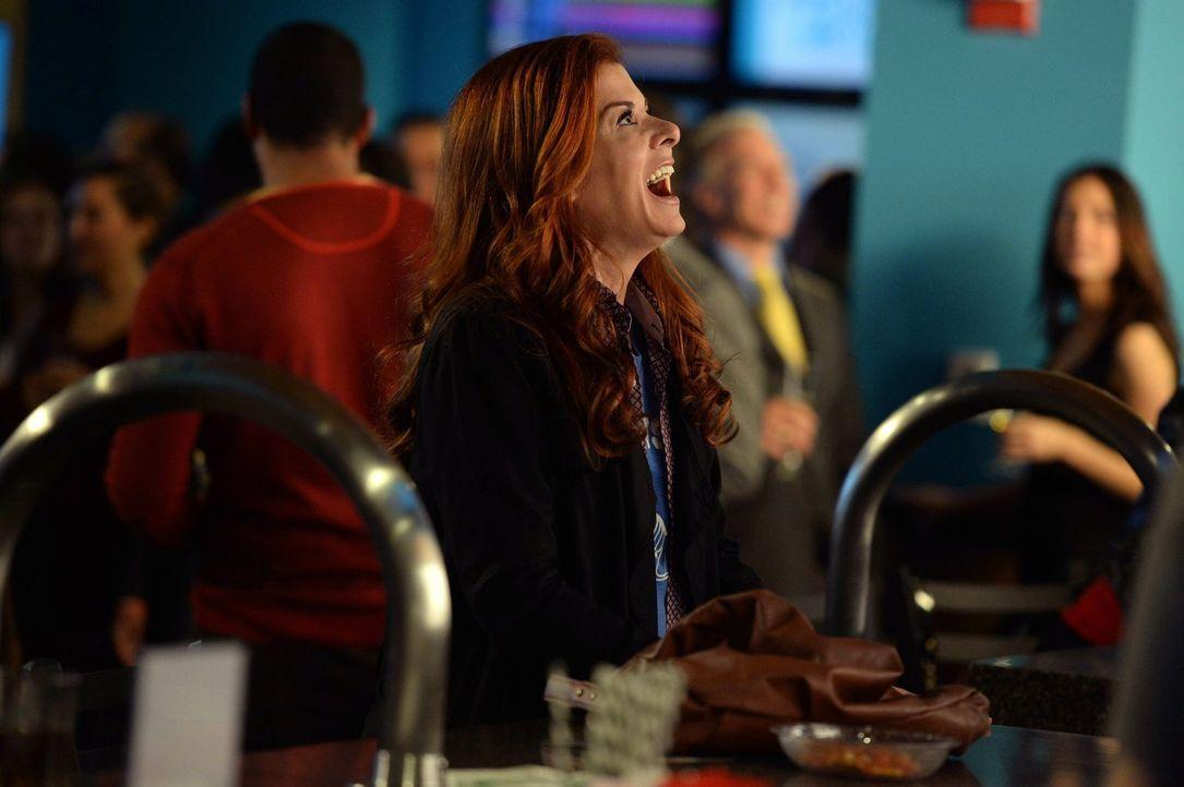 Als der erfolgreiche Fruchtbarkeitsmediziner Dr. Karl Forster vermisst wird, muss Laura (Debra Messing) alles geben, um ihn zu finden ... - Bildquelle: Warner Bros. Entertainment, Inc.