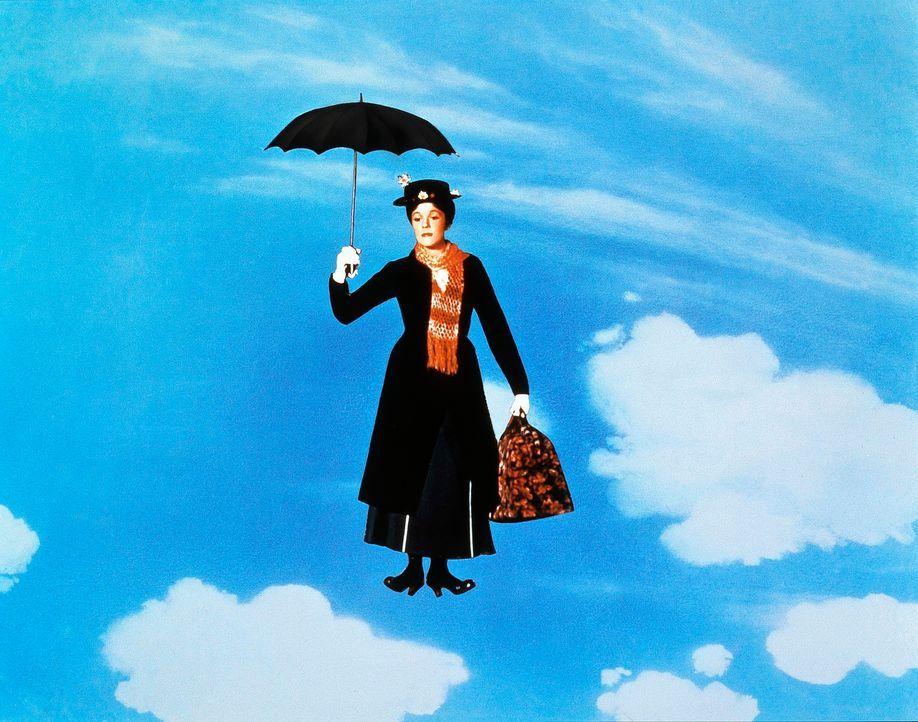 Mit dem Auftauchen von Mary Poppins (Julie Andrews), dem neuen Kindermädchen, verändert sich das Leben von Familie Banks schlagartig ... - Bildquelle: Walt Disney Company. All Rights Reserved.