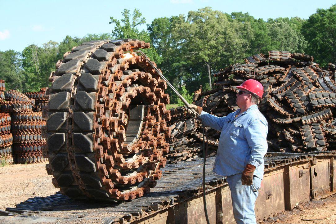 Second Hand: Einige ausrangierte Panzer, Raketen Kriegsgeräte werden für Übungen genutzt oder recycelt. - Bildquelle: PMF/Klaire Markham