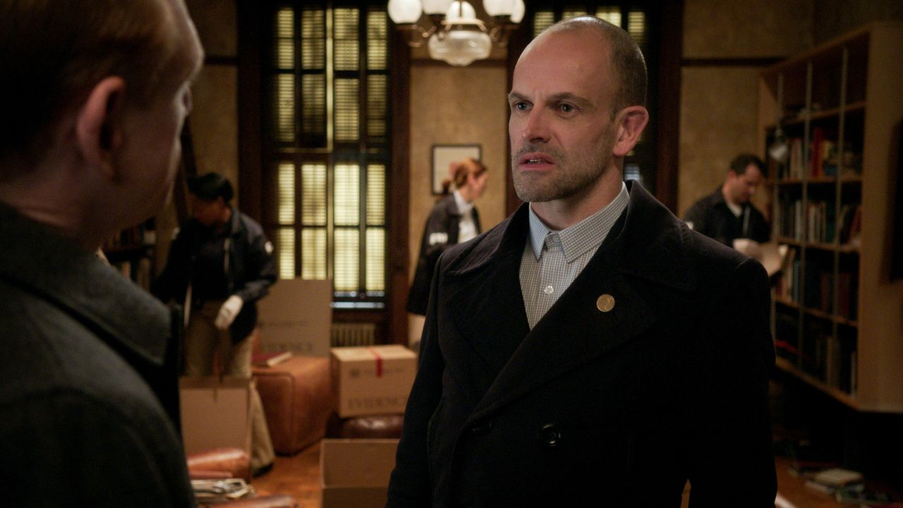 Als Kitty wieder auftaucht, stecken Sherlock (Jonny Lee Miller) und Joan plötzlich mitten in einem internationalen Regierungs-Verschwörungs-Fall. Ab... - Bildquelle: 2016 CBS Broadcasting, Inc. All Rights Reserved
