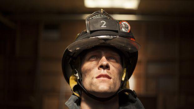 Um anderen zu helfen, nahm Captain Jack Pritchard (Cody Ray Thompson) immer w...