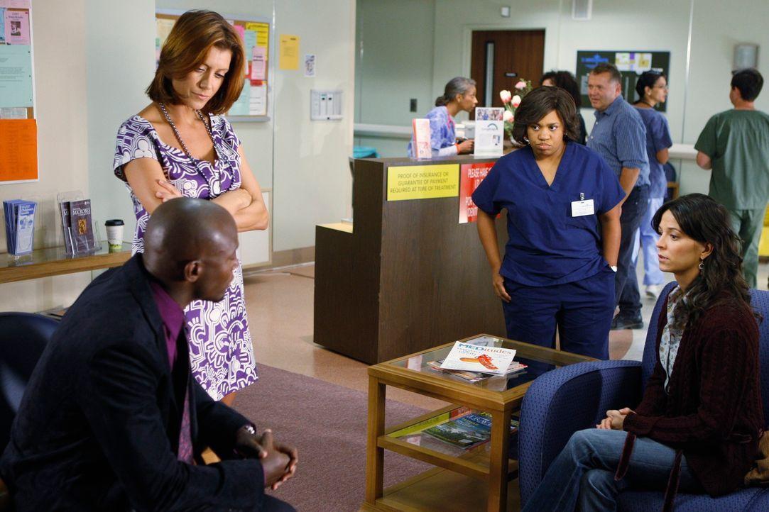 Sam (Taye Diggs, l.), Addison (Kate Walsh, 2.v.l.) und Miranda (Chandra Wilson, 2.v.r.) stehen vor einem Problem. Emily (Joey Honsa, r.) soll eigent... - Bildquelle: ABC Studios