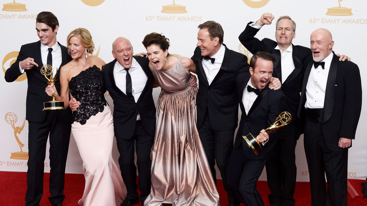 Emmy-Awards-Breaking-Bad-Cast-13-09-22-1-dpa - Bildquelle: dpa picture alliance
