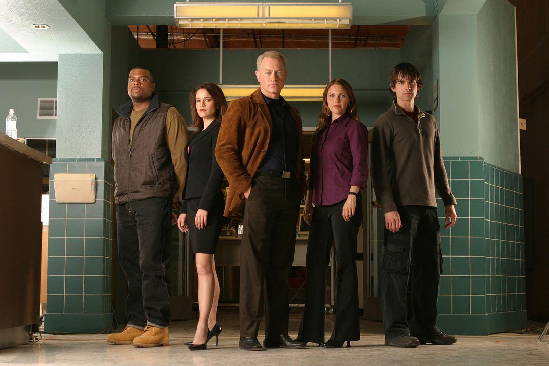 (1. Staffel) - Das Team der Gesundheitsbehörde, das außergewöhnliche medizinische Fälle lösen muss: Frank Powell (Troy Winbush, l.), Eva Rossi... - Bildquelle: CBS Television