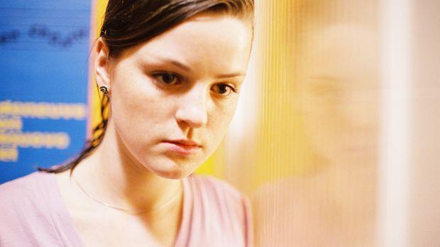 Sarah (Laura-Charlotte Syniawa) kann nicht glauben, dass ihre Mutter ihr den...