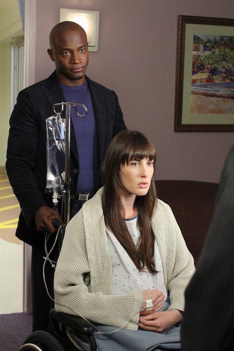 Eine junge Schwangere (Sarah Hagan, r.) kommt in Begleitung ihres Vaters George, um sich wegen Rückenschmerzen untersuchen zu  lassen. Da der Vater... - Bildquelle: ABC Studios