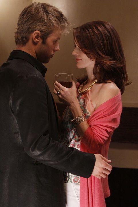 David (Shaun Sipos, l.) ist die letzte Person, die Sydney (Laura Leighton, r.) lebend gesehen hat... - Bildquelle: 2009 The CW Network, LLC. All rights reserved.