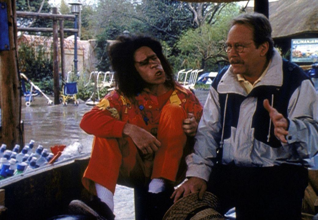 Mr. Kraft (Martin Mull, r.) denkt, Tootie (Brian La Rosa, l.) sei der neue schwedische Freund von Hilda ... - Bildquelle: Paramount Pictures