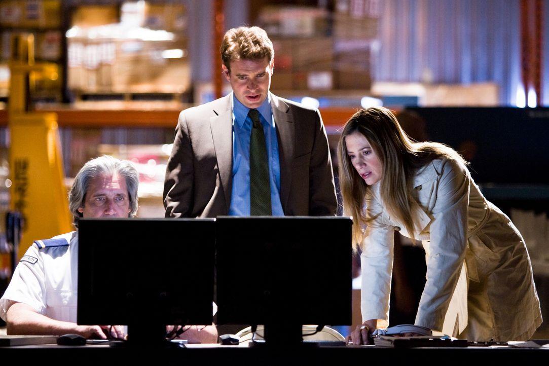 Versuchen im Wettlauf mit der Zeit, einen mittelalterlichen Kryptographen zu rekonstruieren: FBI-Agent Sean Daley (Scott Foley, M.) und die Archäolo... - Bildquelle: 2008 Templar Productions (Muse) Inc. All Rights Reserved