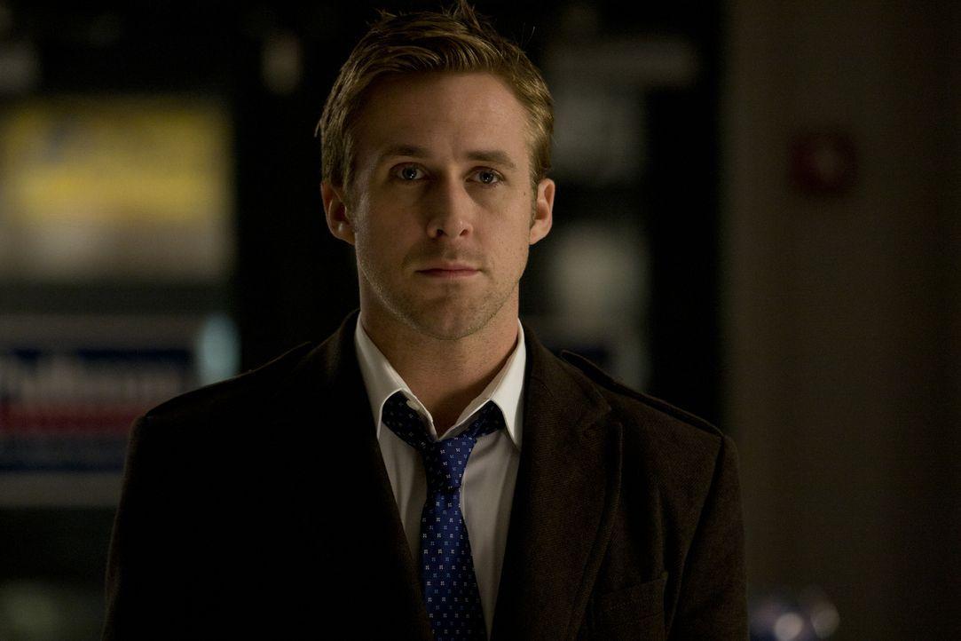 Bereits mit Anfang 30 ist Stephen Meyers (Ryan Gosling) stellvertretender Wahlkampfmanager des demokratischen Präsidentschaftskandidaten Mike Morris... - Bildquelle: Saeed Adyani 2011 IDES FILM HOLDINGS, LLC. ALL RIGHTS RESERVED.